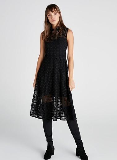 Kolsuz Dantelli Elbise-Ipekyol